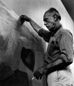 Esteban Vicente en su estudio de Bridgehampton, ca. 1967.
