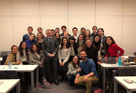 Primer encuentro con jóvenes de IE University.